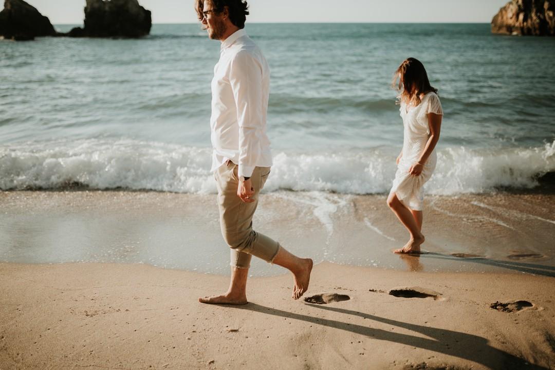 sahilde çift fotoğrafı çekimi